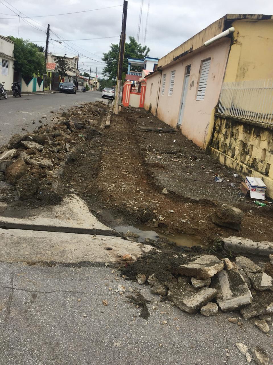 ALCALDE JAIME CAMILO, INICIA REPAERACIÓN DE ACERAS Y CONTENES EN LA ZONA URBANA DE CASTILLO.