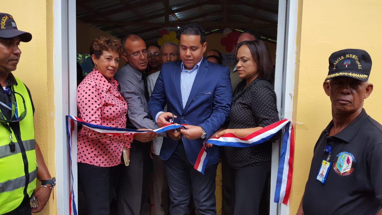 Ayuntamiento Inaugura por lo Alto Club en Nigua Abajo.