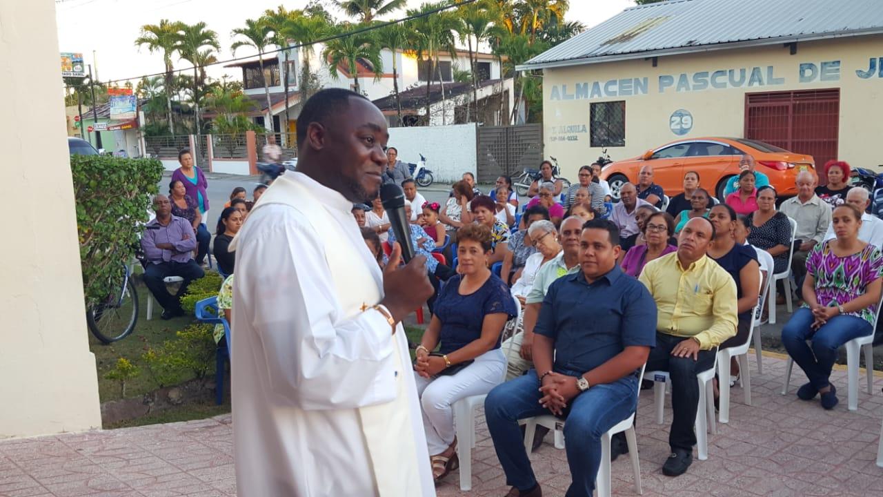 La Iglesia Católica Celebra su Primera Misa de Multitudes del Año.