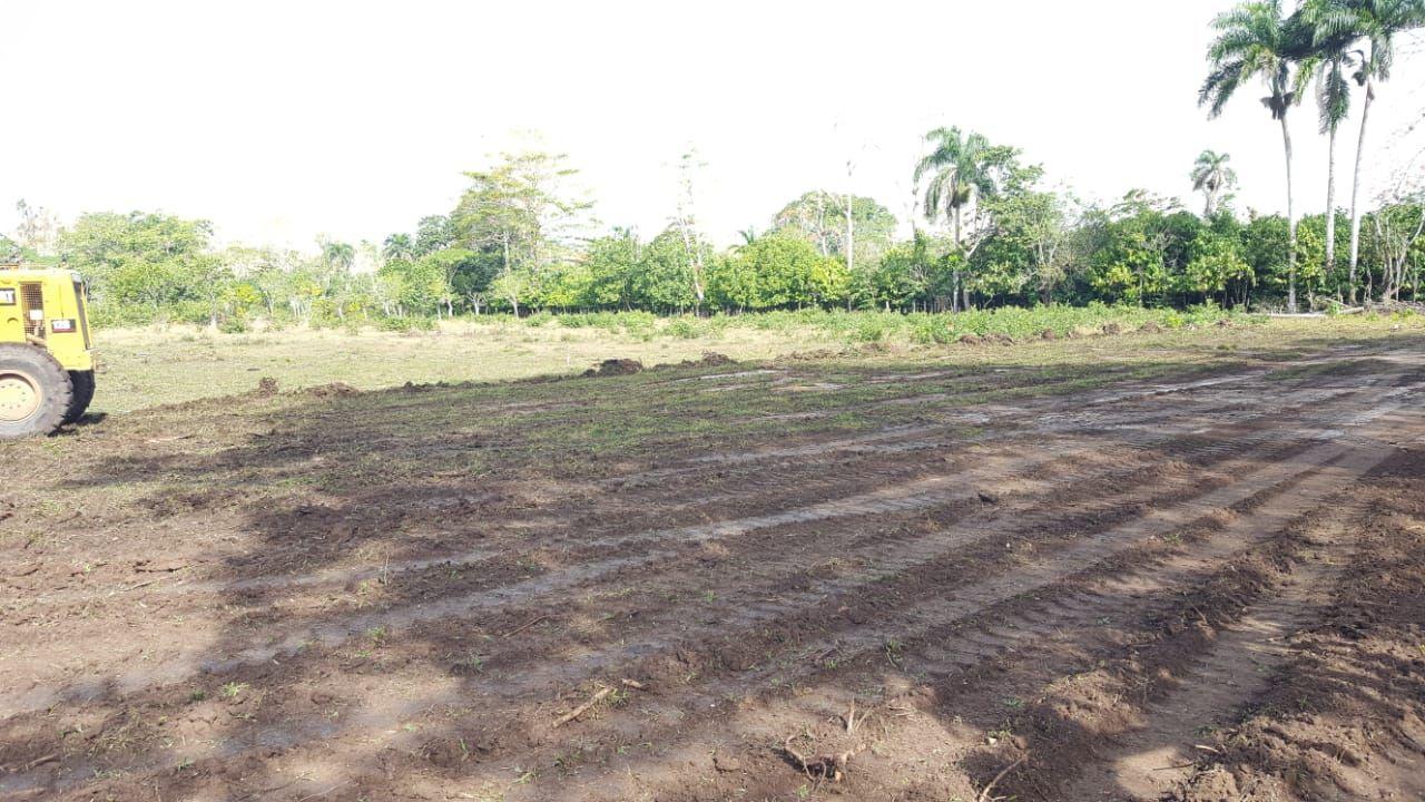 Ayuntamiento Acondiciona Terrenos para el Play del Cruce de Los Lanos.