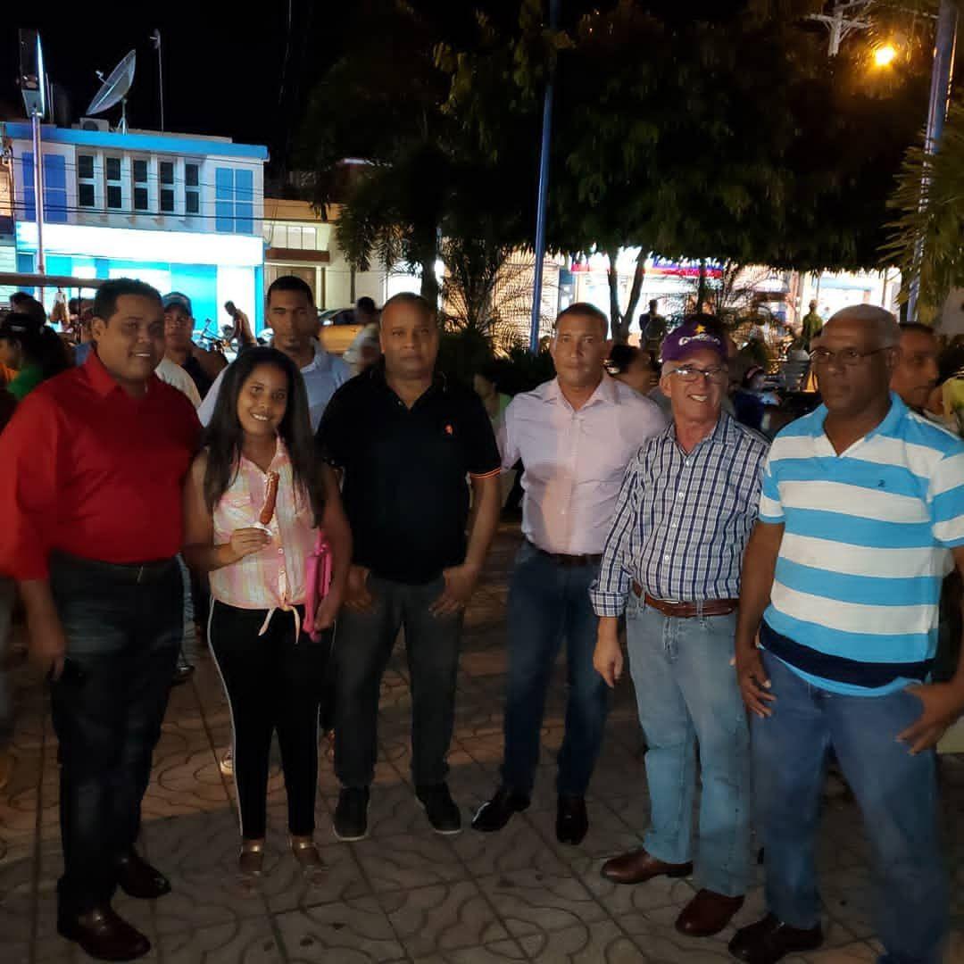 Alcalde Castillo enciende luces navideñas en parque municipal