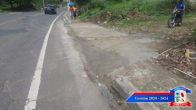 Alcaldía Municipal continúa mejorando aspecto de la ciudad de Castillo con operativo reparación de badenes.